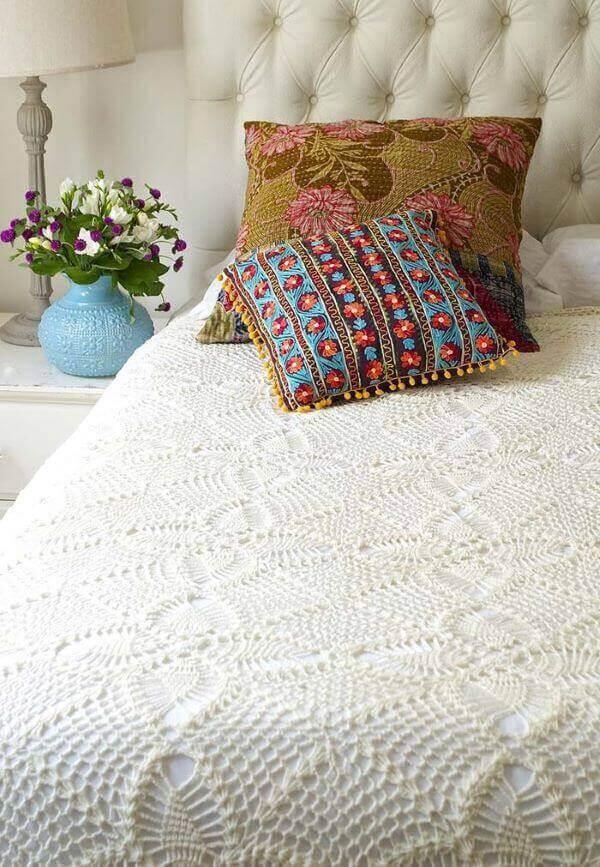 Colcha de casal neutra feita de crochê