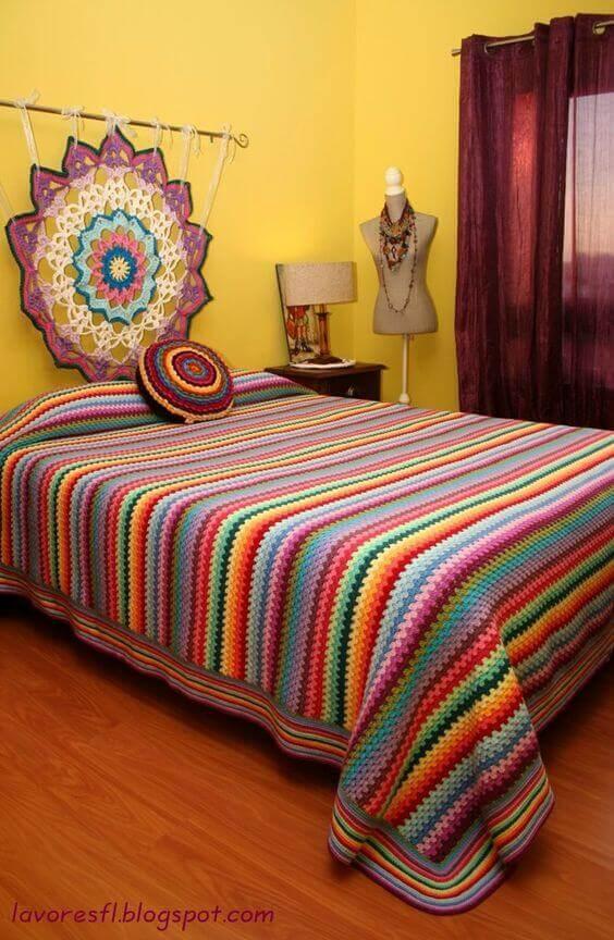 Colcha de cama de crochê listrada para quarto moderno