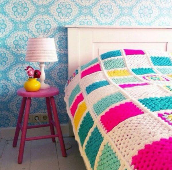 Colcha de crochê colorido