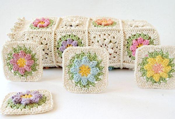 Flores em quadrados de diferentes cores para formar uma colcha