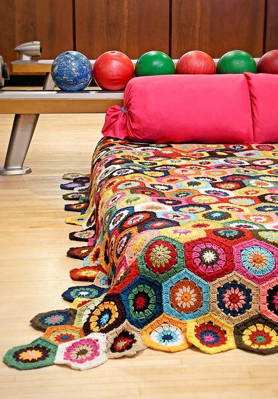 Colcha de crochê com flores
