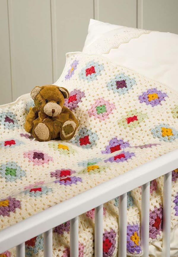 Colcha de crochê para quarto infantil