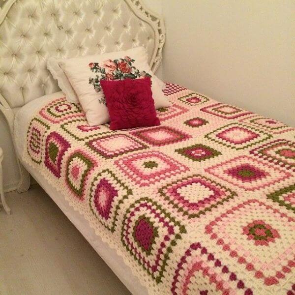 Colcha de crochê solteiro com rosa e verde