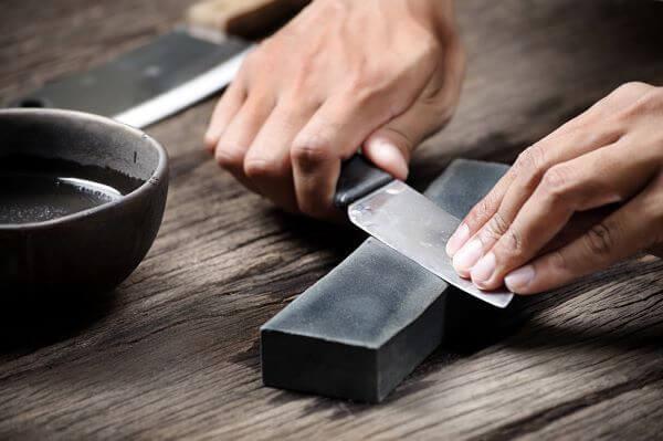 Como afiar faca na pedra