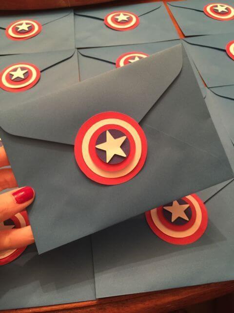 Envelope de convite de aniversário infantil do capitão américa