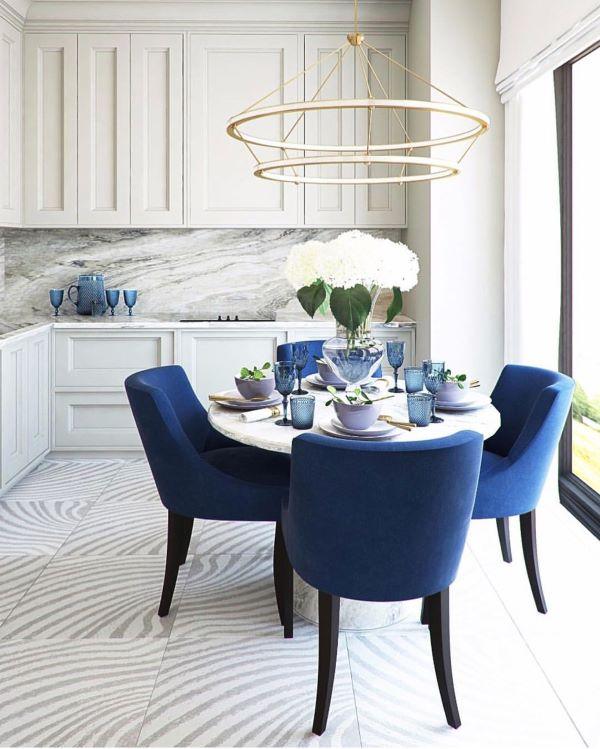 Mesa de jantar com a cor do ano