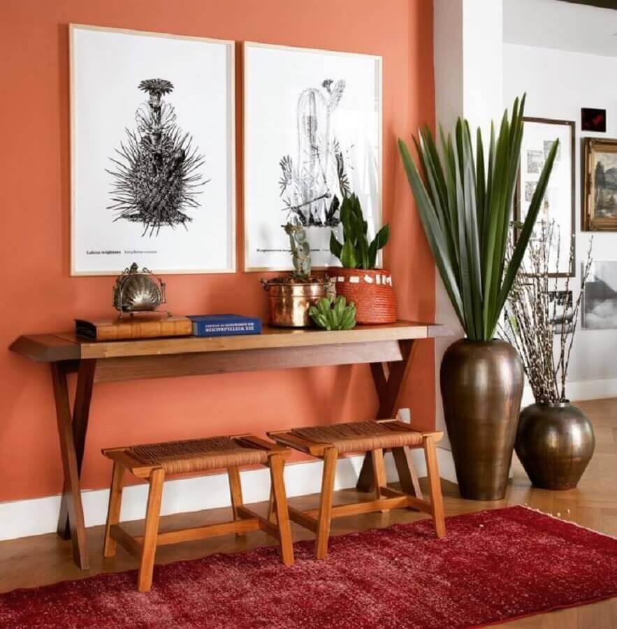 cor terracota para hall de entrada decorada com aparador de madeira Foto Pinterest