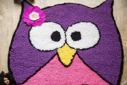 Coruja roxa para usar no quarto infantil