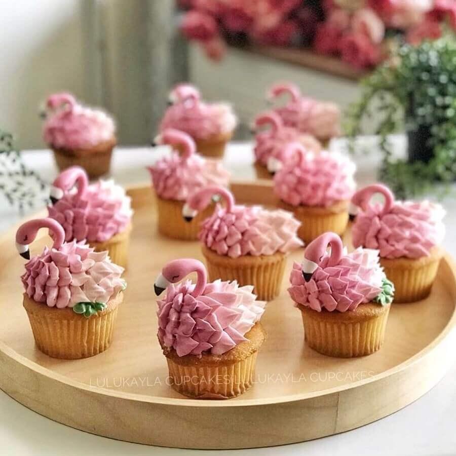 cupcakes decorados para festa de aniversário de flamingo Foto Lulukayla Cupcake
