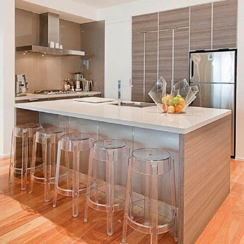 decoração clean para cozinha com banquetas modernas de acrílico transparente Foto Dicas Decor