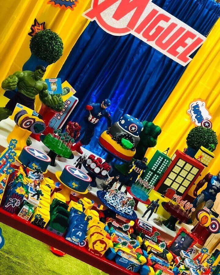 colorful decoration for avengers birthday party Foto Pinterest