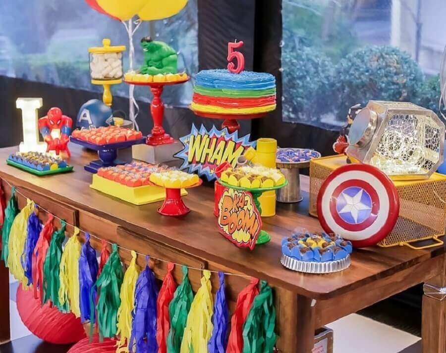 colorful decoration for simple avengers party Foto Party Society Rental and Parties