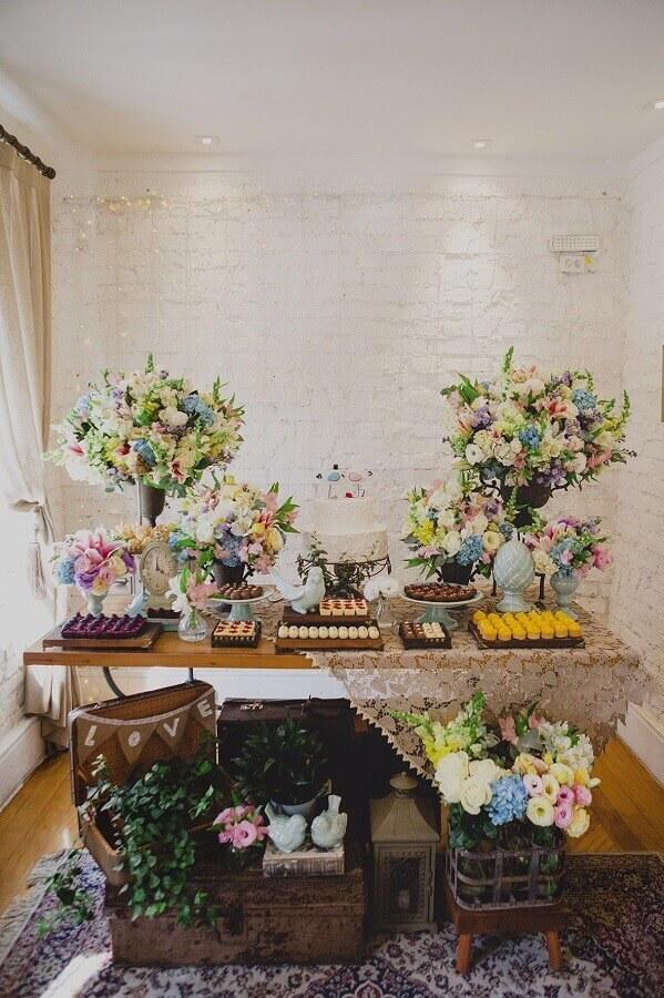 decoração com arranjo de flores coloridas para aniversário de casamento simples Foto Home Decoo