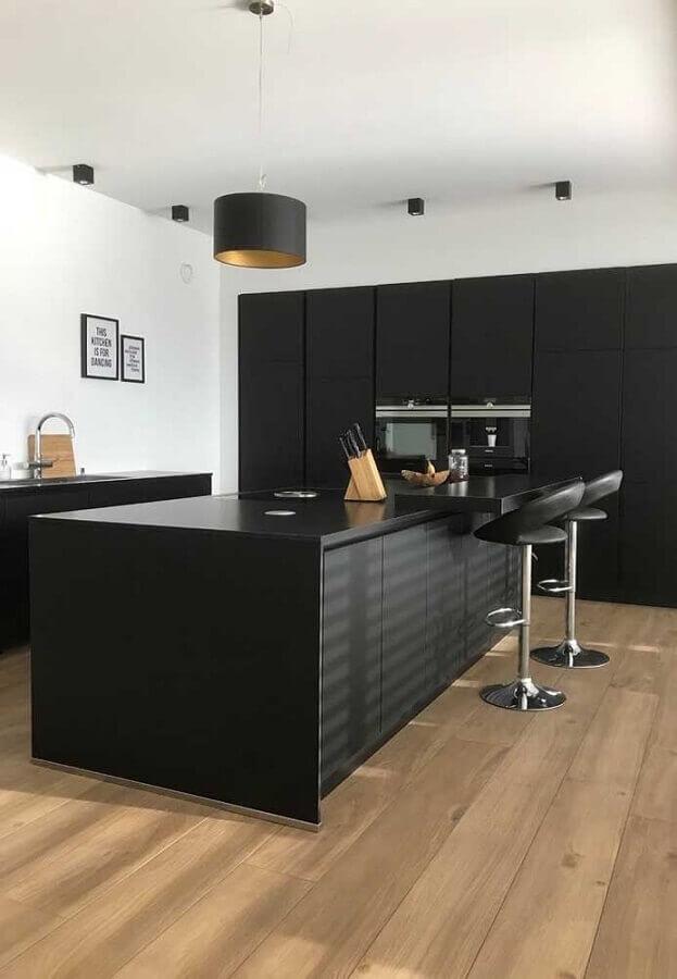 decoração cozinha preta com banquetas modernas Foto Houzz