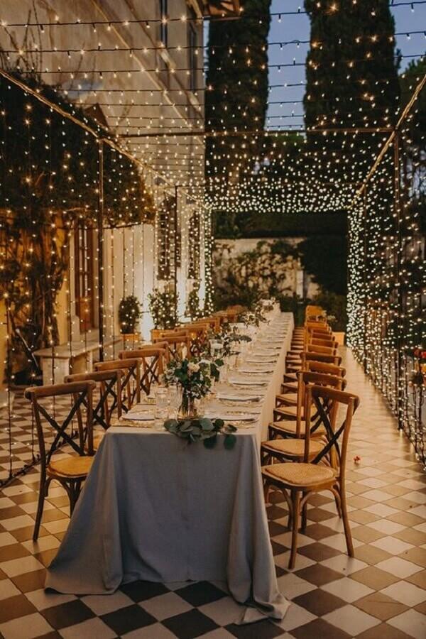 decoração de aniversário de casamento com cortina de luzinhas Foto Lápis de Noiva