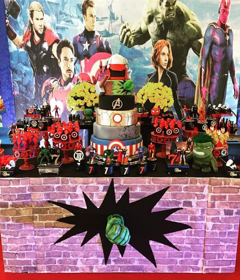 avengers party decoration with film panel Photo Eventual Parties