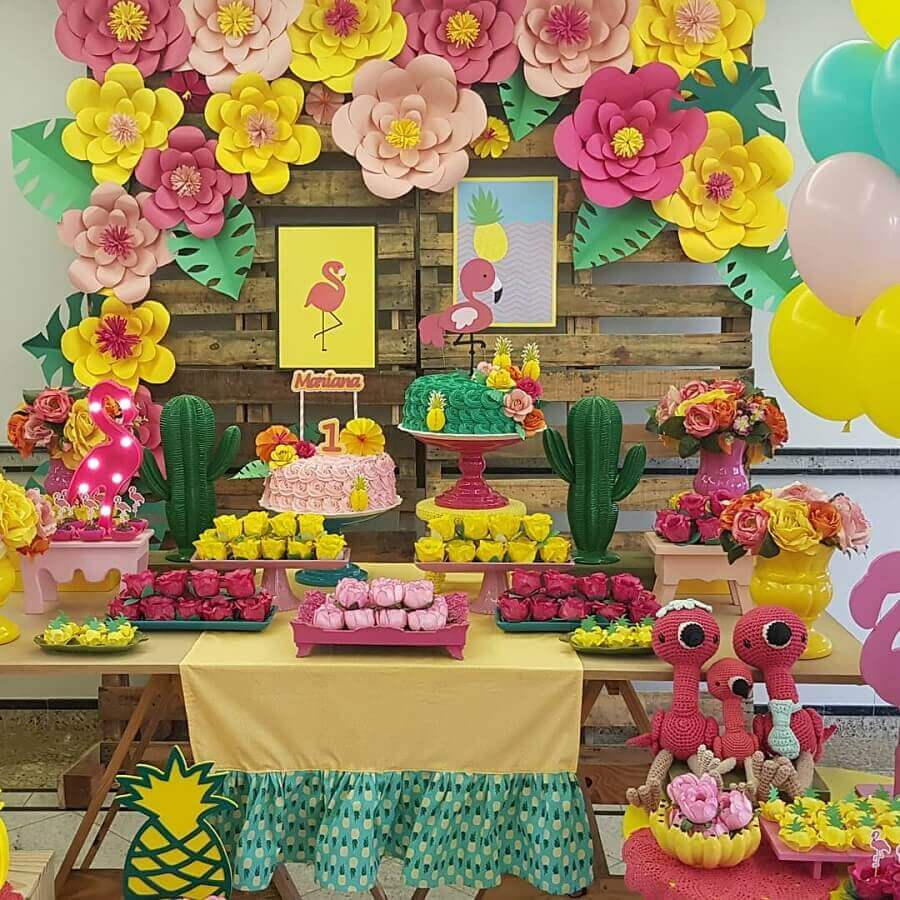 flamingo party decoration with paper flower panel Foto Little Party