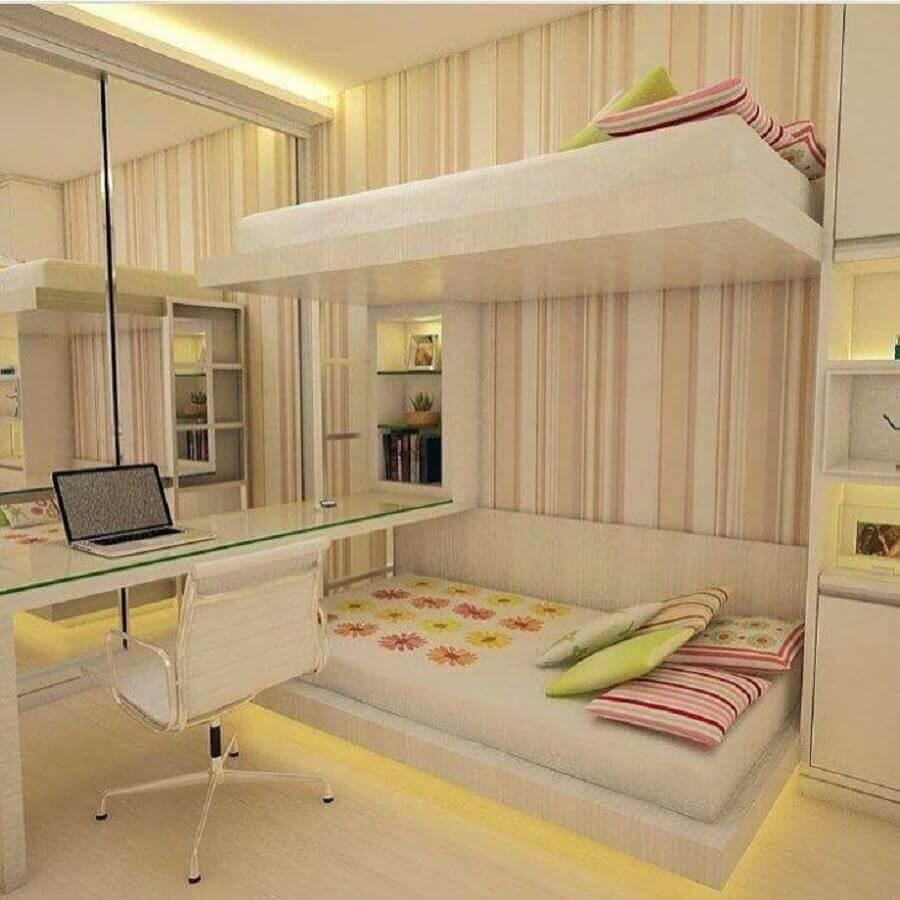 decoração de quarto juvenil feminino planejado com duas camas e papel de parede listrado Foto Eliana Haese Arquiteta e Design de Interiores