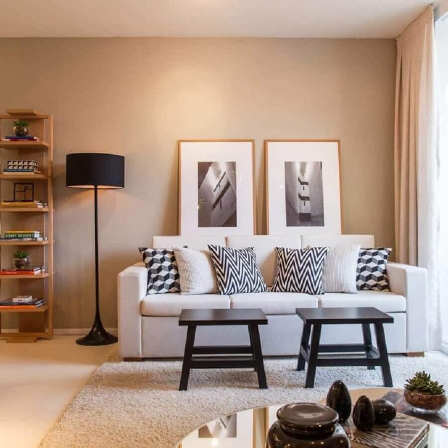 decoração em tons neutros para sala com sofá branco Foto Mandril Arquitetura