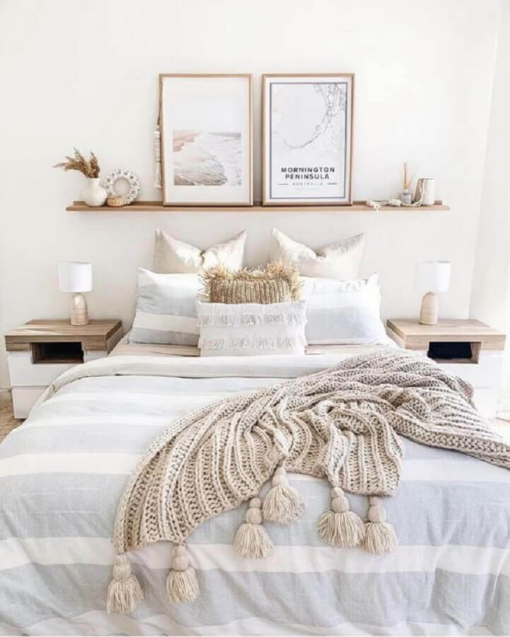 decoração estilo escandinavo com quadros para cabeceira de quarto de casal Foto Homedit