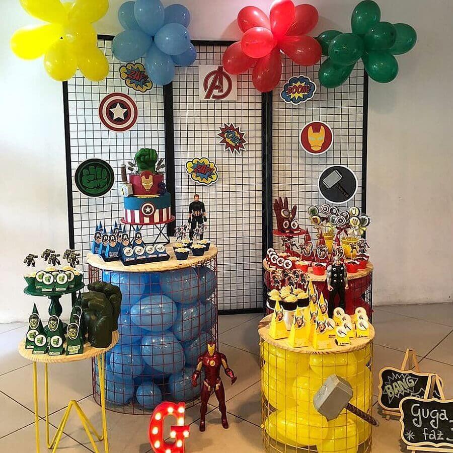 simple and modern Foto Babiglacê avengers party decoration