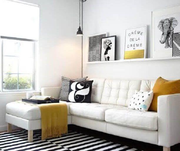 decoração minimalista para sala com sofá com chaise branco  Foto Archilovers