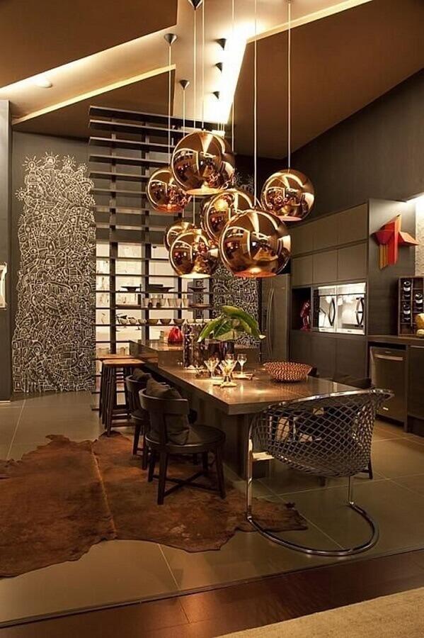 decoração moderna para cozinha planejada cinza com luminária pendente cobre Foto Denise Barreto