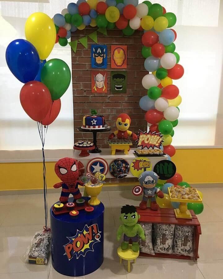 decoration for simple avengers party for children Foto Cibele Portela Jacinto