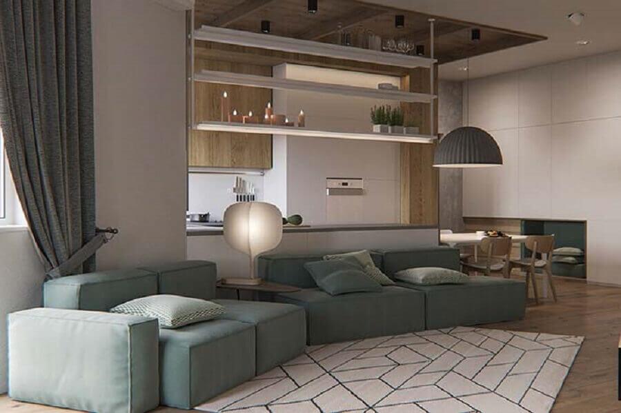 decoração para sala ampla e moderna com conjunto de sofá Foto Pinosy