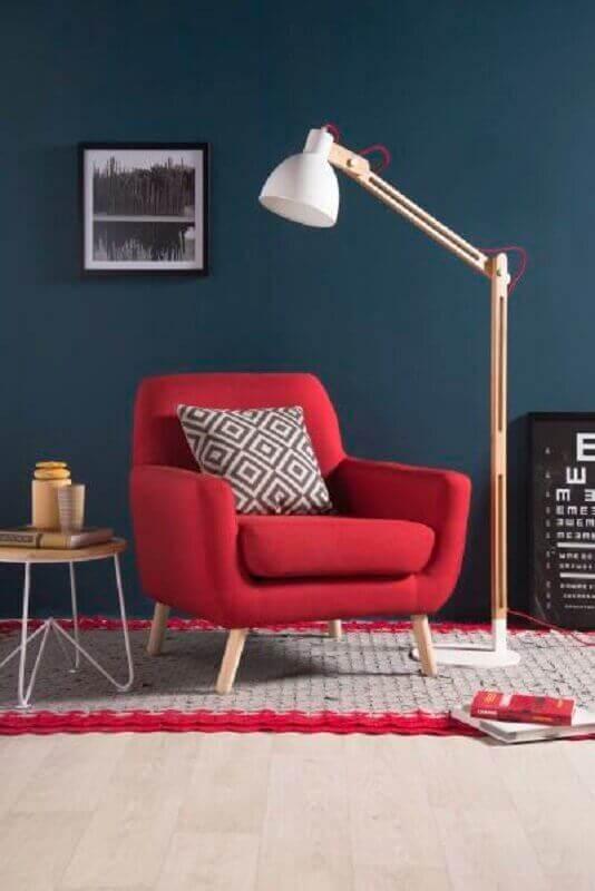 Decoração para sala vermelha com parede azul