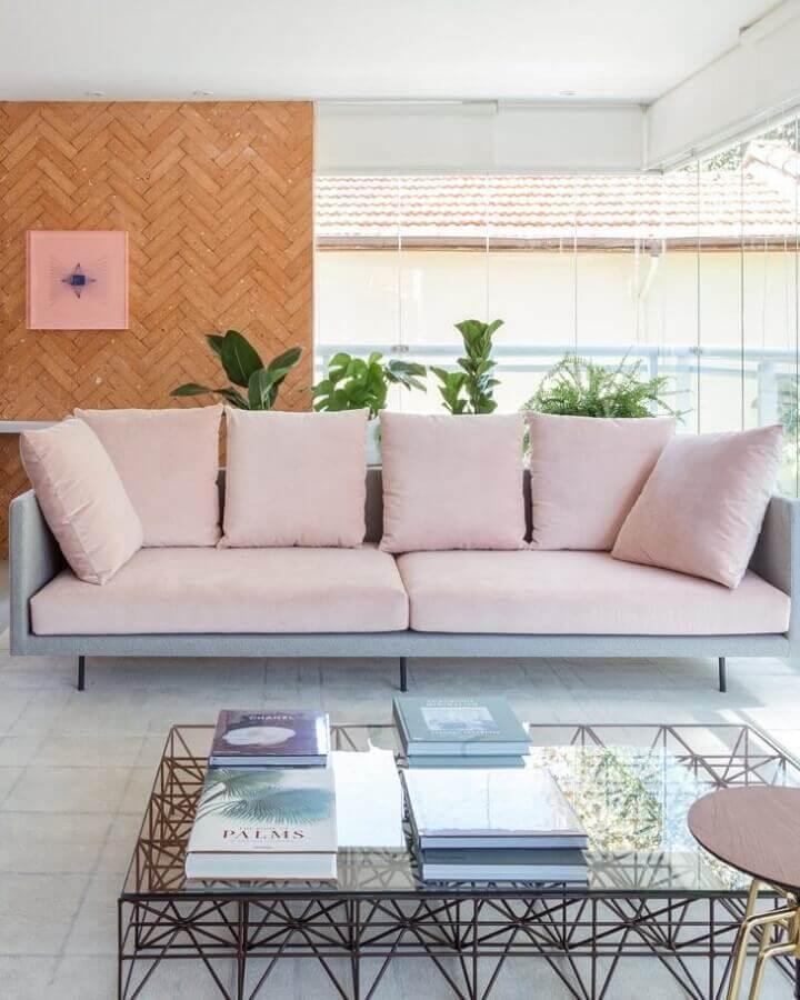 decoração para varanda com sofá rosa claro moderno Foto Viviane Gobbato Arquitetura