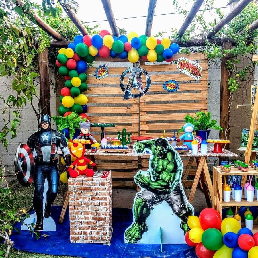rustic decoration for avengers birthday party Foto Ateliê Sonhos de Mãe