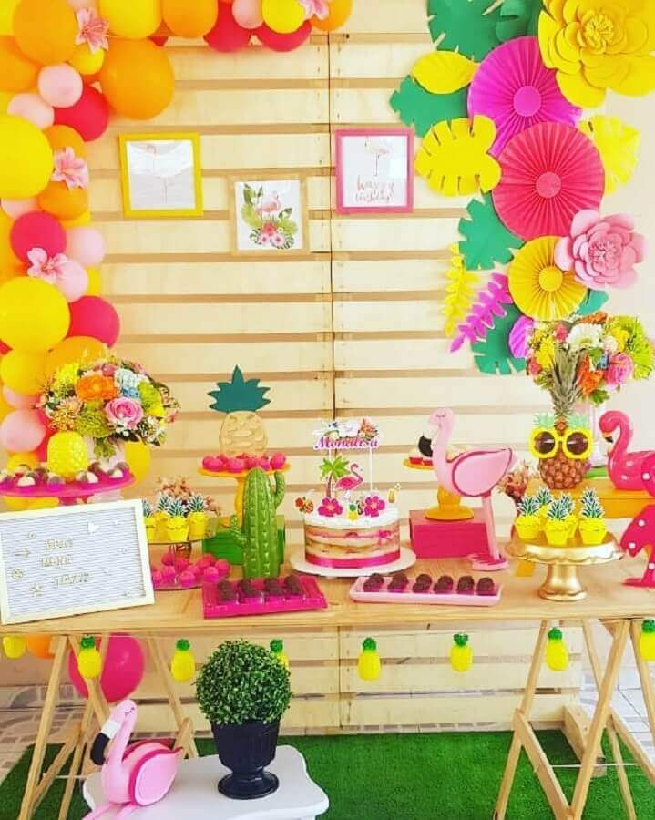 rustic decoration for flamingo and pineapple party Foto Paloma Decora