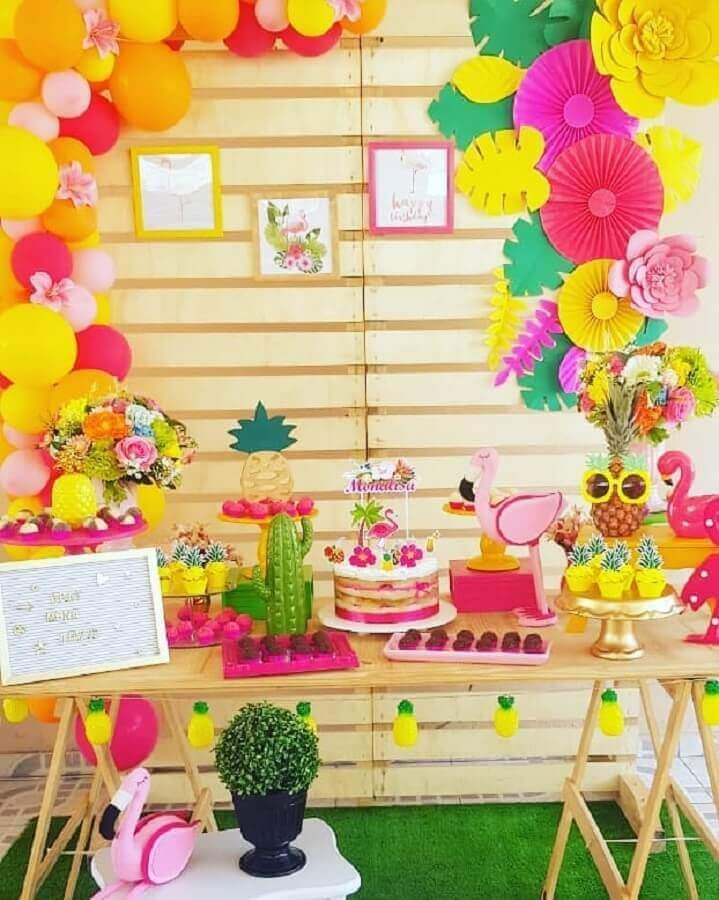 decoração rústica para festa flamingo e abacaxi Foto Paloma Decora