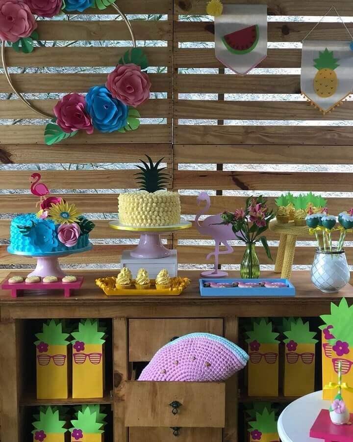 rustic decoration for simple flamingo party Foto Gisella Alves