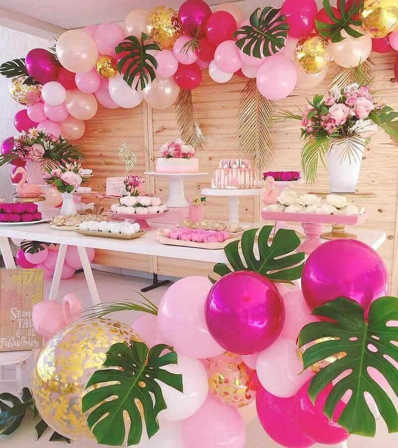 decoração rosa e dourado para festa flamingo Foto Daiane Demézio