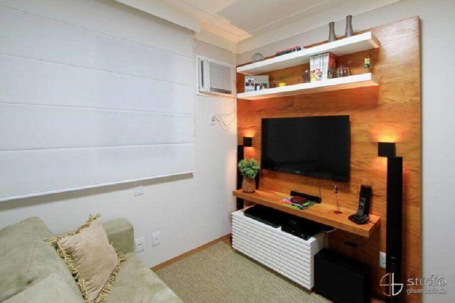 decoração simples com rack com painel para tv Foto Camila Tannous