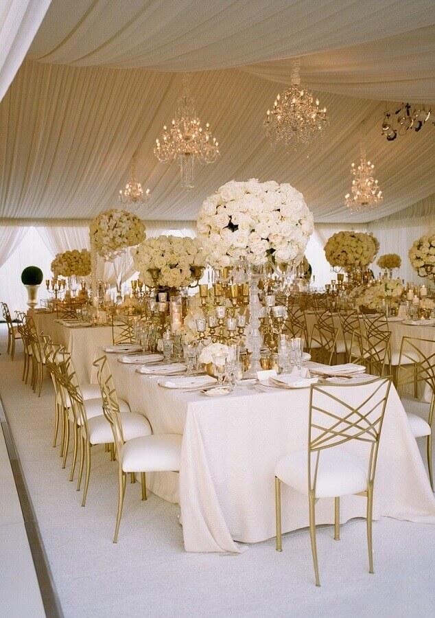 decoração sofisticada para aniversário de casamento bodas de ouro Foto Casa e Festa