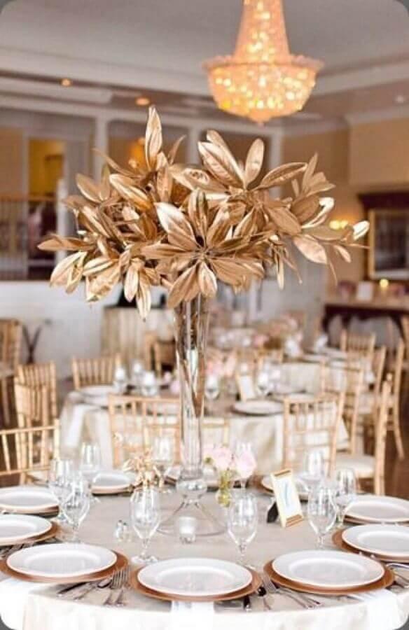 decoração sofisticada para aniversário de casamento bodas de ouro Foto Weddbook