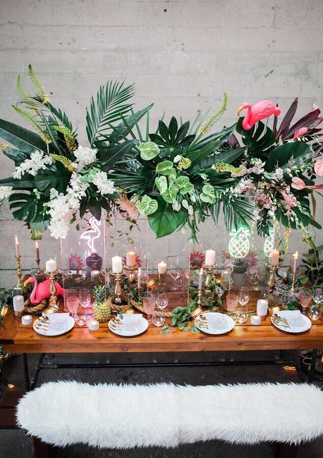 sophisticated decoration for flamingo party with leaves and candles Foto Pinterest