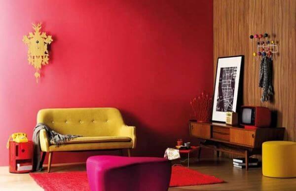 Decoração de sala vermelha e amarela