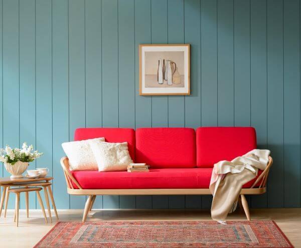 Decoração de sala vermelha e azul