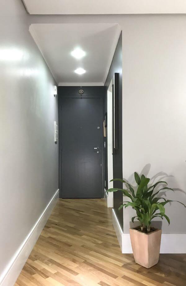 Decoração hall de entrada com rodapé branco