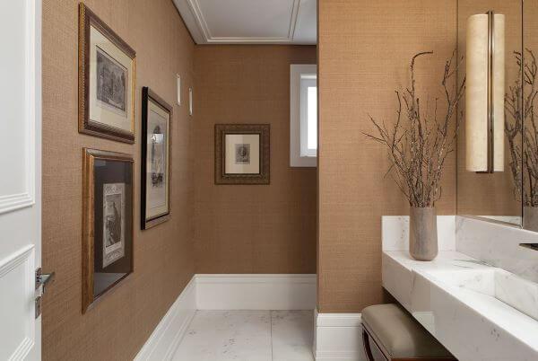 Lavabo moderno com parede bege