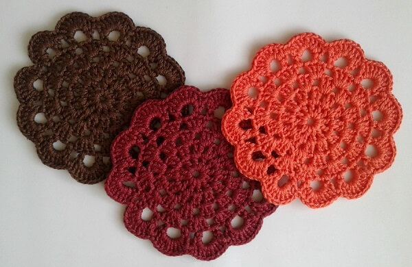 Crochet pot rests with neutral colors