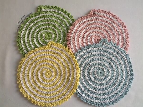 Crochet pot rests with spiral design