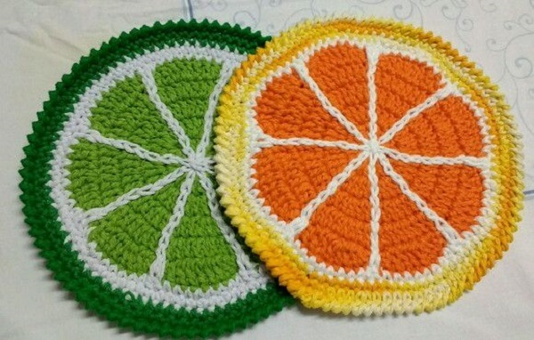 Crocheted pot rests simulate citrus fruits