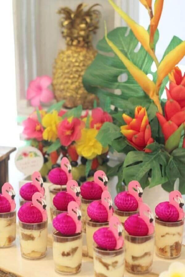 doces decorados para festa flamingo tropical Foto Mamãe Plugada
