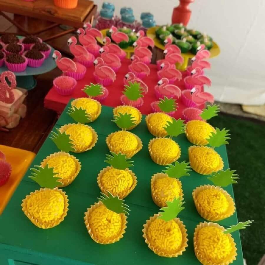 doces para festa de aniversário de flamingo Foto Chocolates da Conce