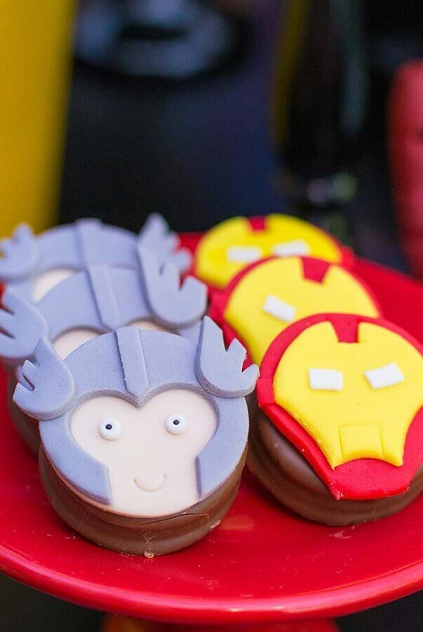 Personalized sweets for avengers children's party Foto Mamãe & Cia